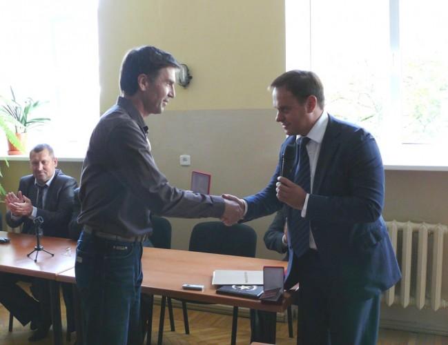 Председатель Рескомитета по информации вручил заслуженные награды коллективу РТПЦ